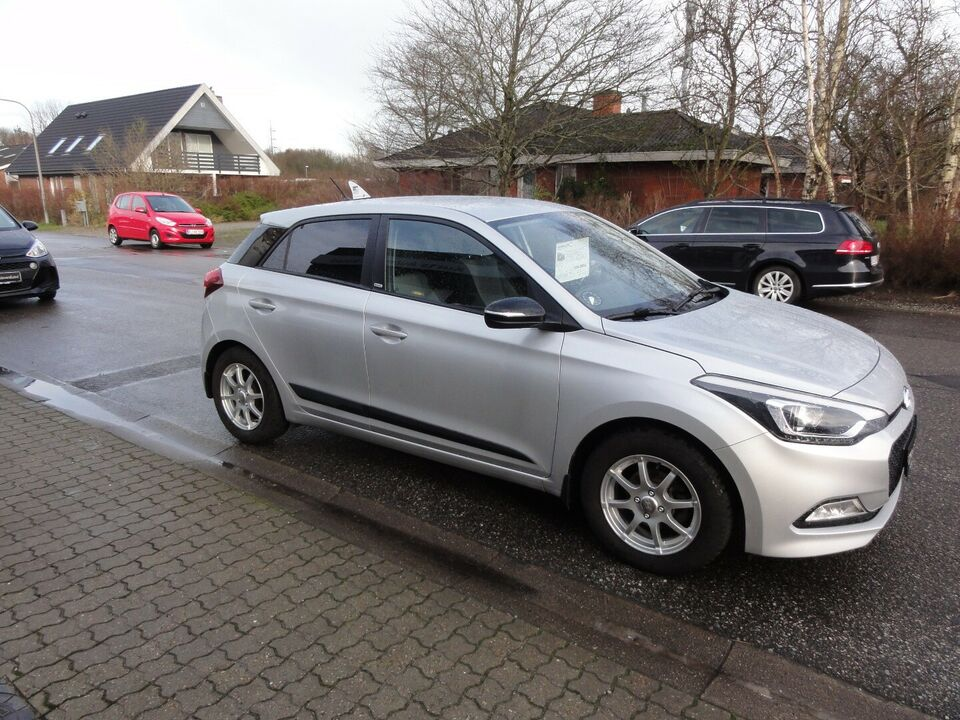Hyundai i20 1,25 Sport Benzin modelår 2015 km 93000