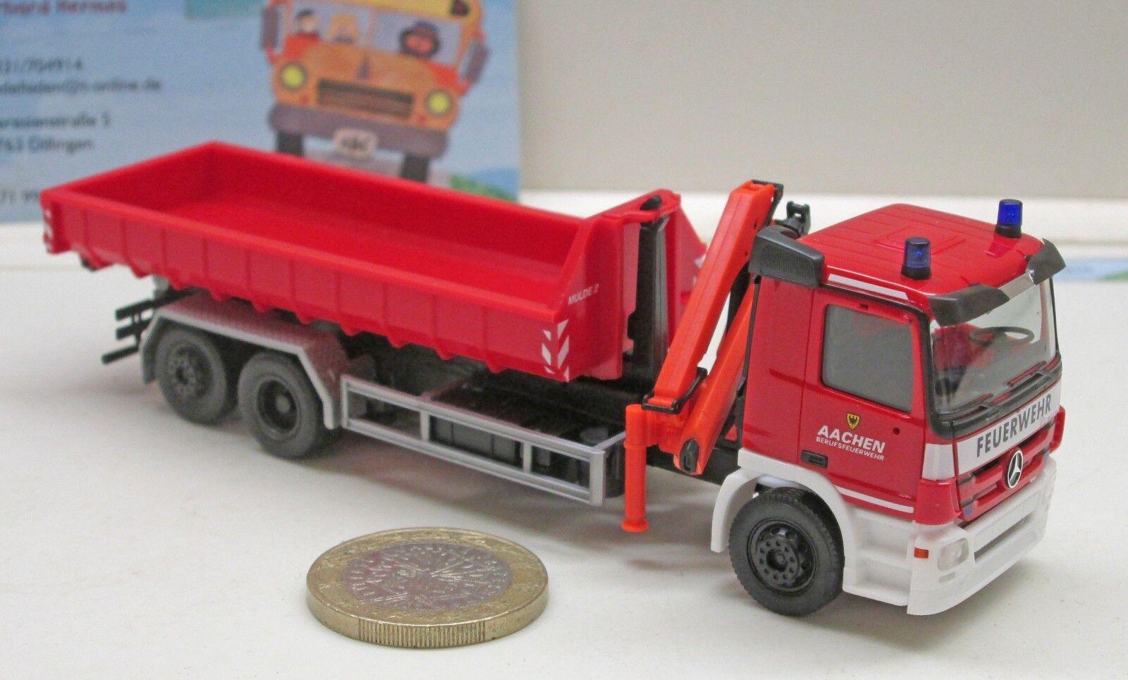 Herpa 306188 MB Actros M Abrollmulden-Camion avec ladekran  pompiers Aachen