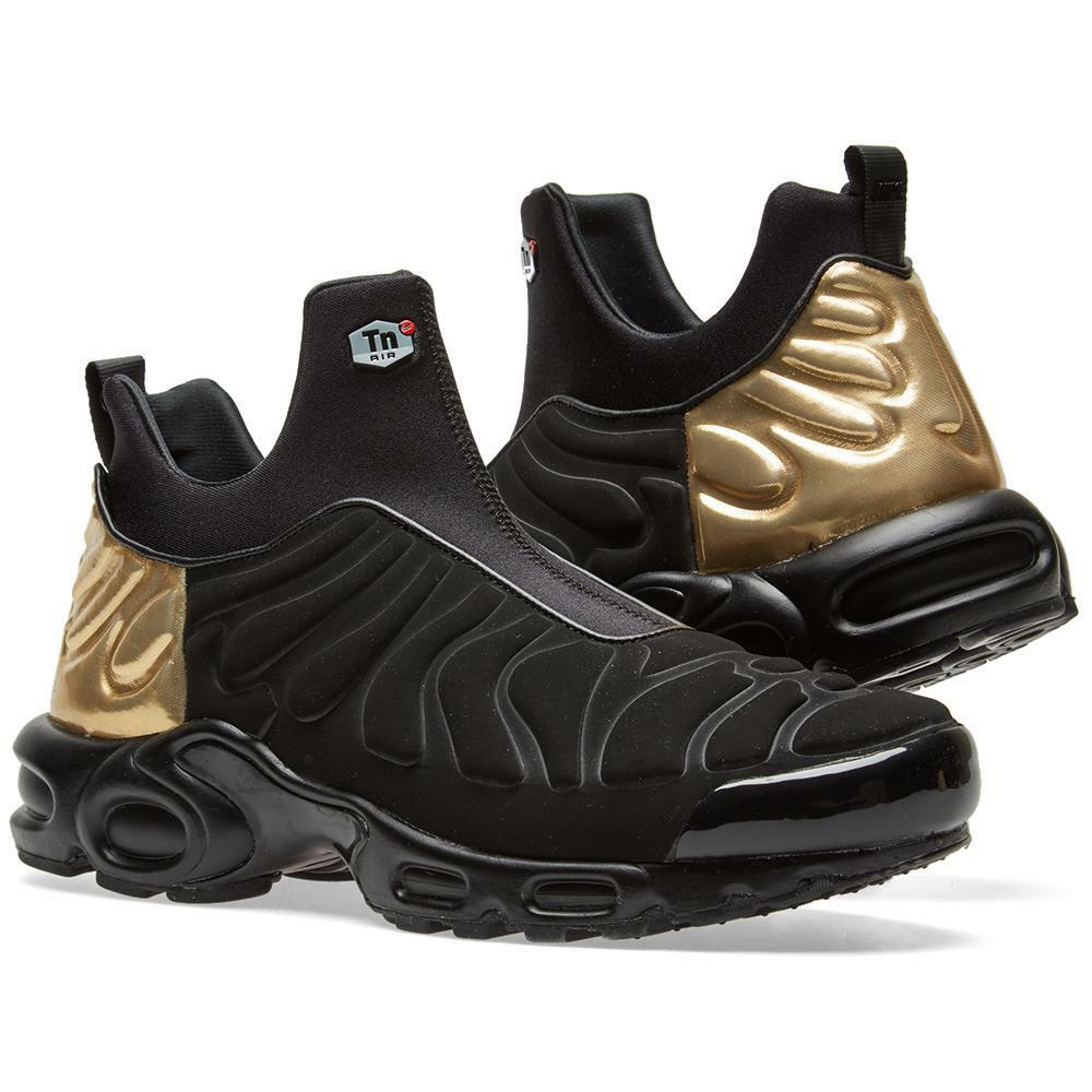 Nike Women's Air Max Plus Slip SP Shoe - Size 6.5 (BLACK/METALLIC GOLD) 940382