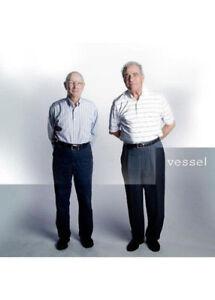 Twenty-One-Pilots-Vessel-NEW-CD