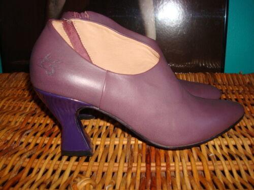 John Fluevog 6.5 pumps heels mauve purple