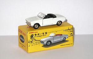 DAN-TOYS-Peugeot-204-Cabriolet-Blanc-Portes-et-capot-ouvrants-DAN-220