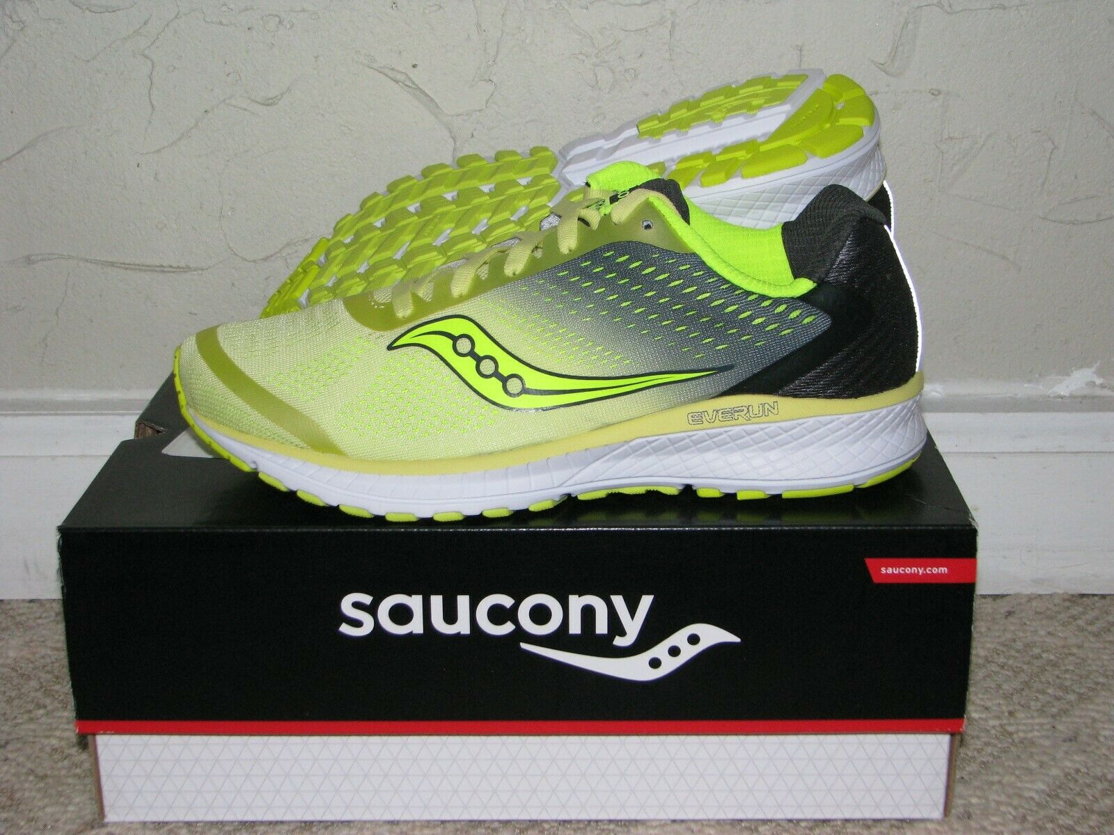 Saucony Breakthru 4 vert citron gris Femme Taille 7.5 Neuf  S10419-3 Running Everun