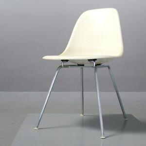 Vintage-Fiberglass-Sidechair-Charles-amp-Ray-Eames-Vitra-Herman-Miller-parchment