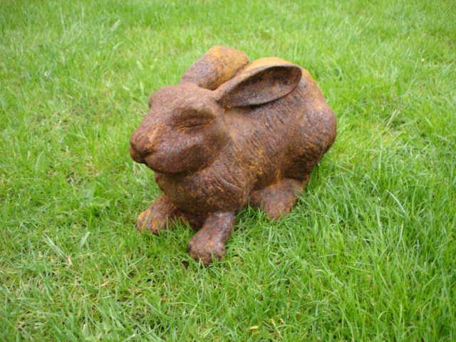 LAPIN beau grand lapin en fonte  rongeur  lièvre  déco jardin ..