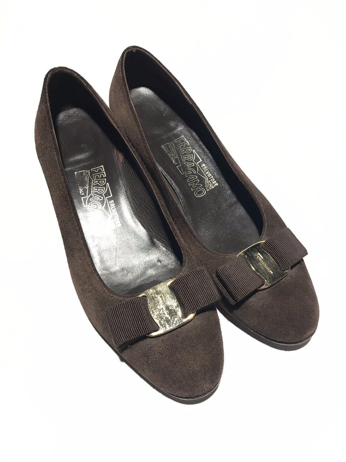 Salvatore Ferragamo Ferragamo Ferragamo Women's Brown Suede Leather Vara Classic Bow Sz 6B 4e81dd