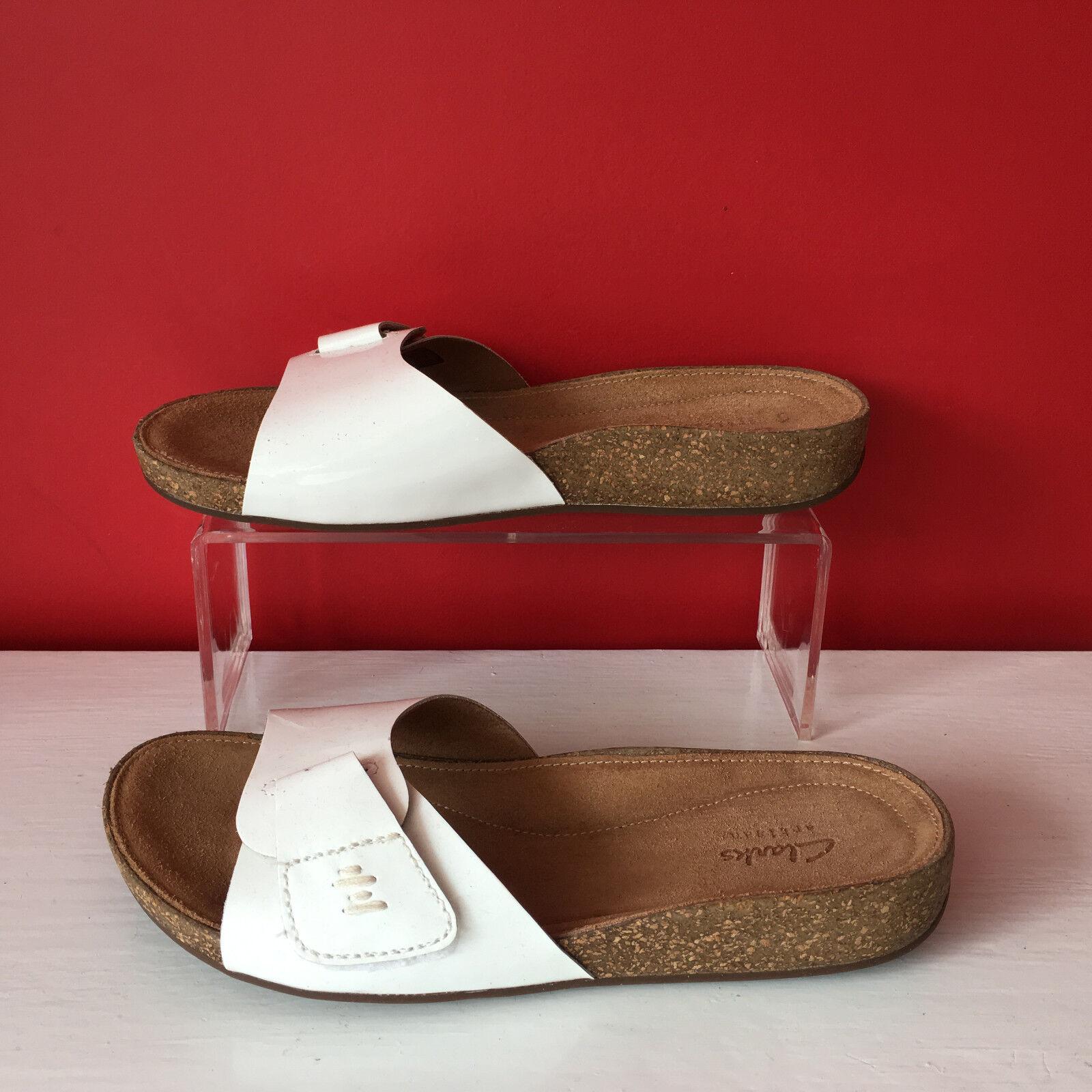 Clarks White Patent Leather Flat Slip On Mules Sandals Flip Flops UK 4.5 EU 37.5