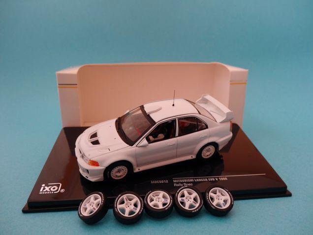 RALLY SPECS TEST CAR WHITE MITSUBISHI LANCER EVO V 1998 1//43 NEW IXO MDCS012