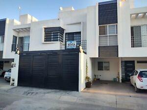 Casa en Renta en privada Santa Barbara