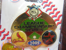 2005 NLCS Dueling Pin - Astros Vs. Cardinals, Ver. 2