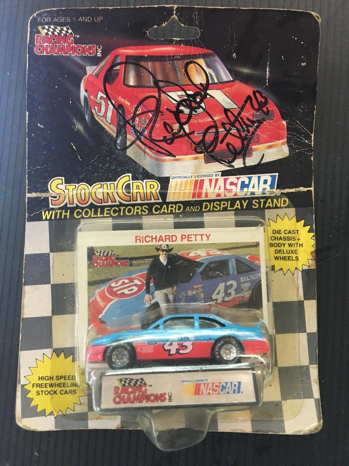 AUTOGRAPHED Auto Richard Petty + Racing Champions 1/64 MARTINSVILLE SPEEDWAY E22