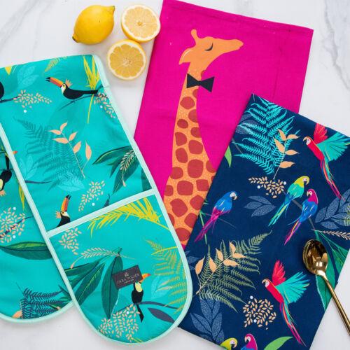 Giraffe Tea Towel in Presentation Gift Box Sara Miller