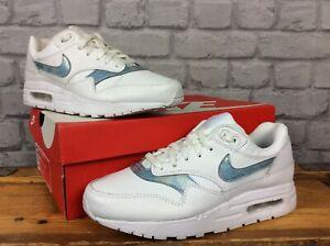 Nike-Femmes-UK-5-5-EU-38-5-Blanc-Bleu-Glace-Air-Max-1-Baskets-Enfant-FEMME-LG