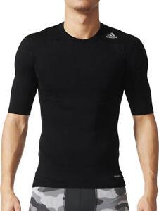 Détails sur Adidas Tech Fit base à manches courtes pour homme Compression Haut Noir à jouer au football afficher le titre d'origine