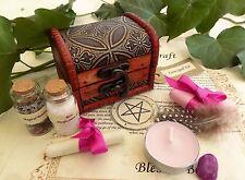 KIT INCANTESIMO D'AMORE sul petto REGALO PERFETTO pagan wicca strega contenute in una scatola di legno
