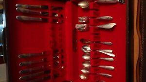 51-PC-piece-Vintage-Oneida-Community-Tudor-Plate-Fantasy-Rose-Silver-Flatware