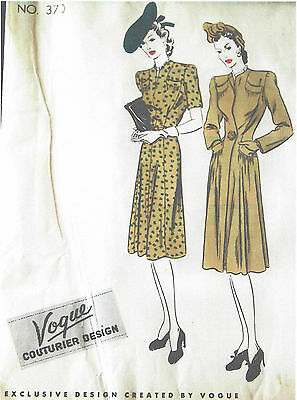 1940s Vintage VOGUE Sewing Pattern B34 COAT & DRESS (1111R)