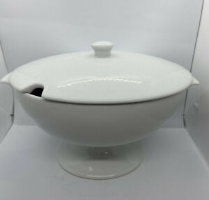 Pottery Barn Great White Soup Tureen W/ Lid Handles Ceramic Oval  Holiday Decor