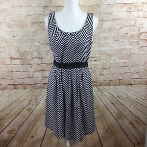 White-House-Black-Market-Chevron-Black-White-A-Line-Belted-Sleeveless-Dress-10