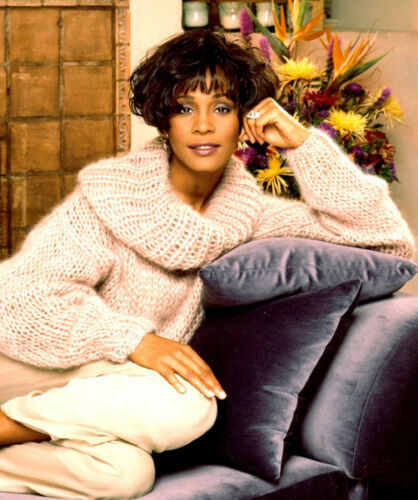 American singer and actress M2527 NEW IMAGE Whitney Houston UNSIGNED photo