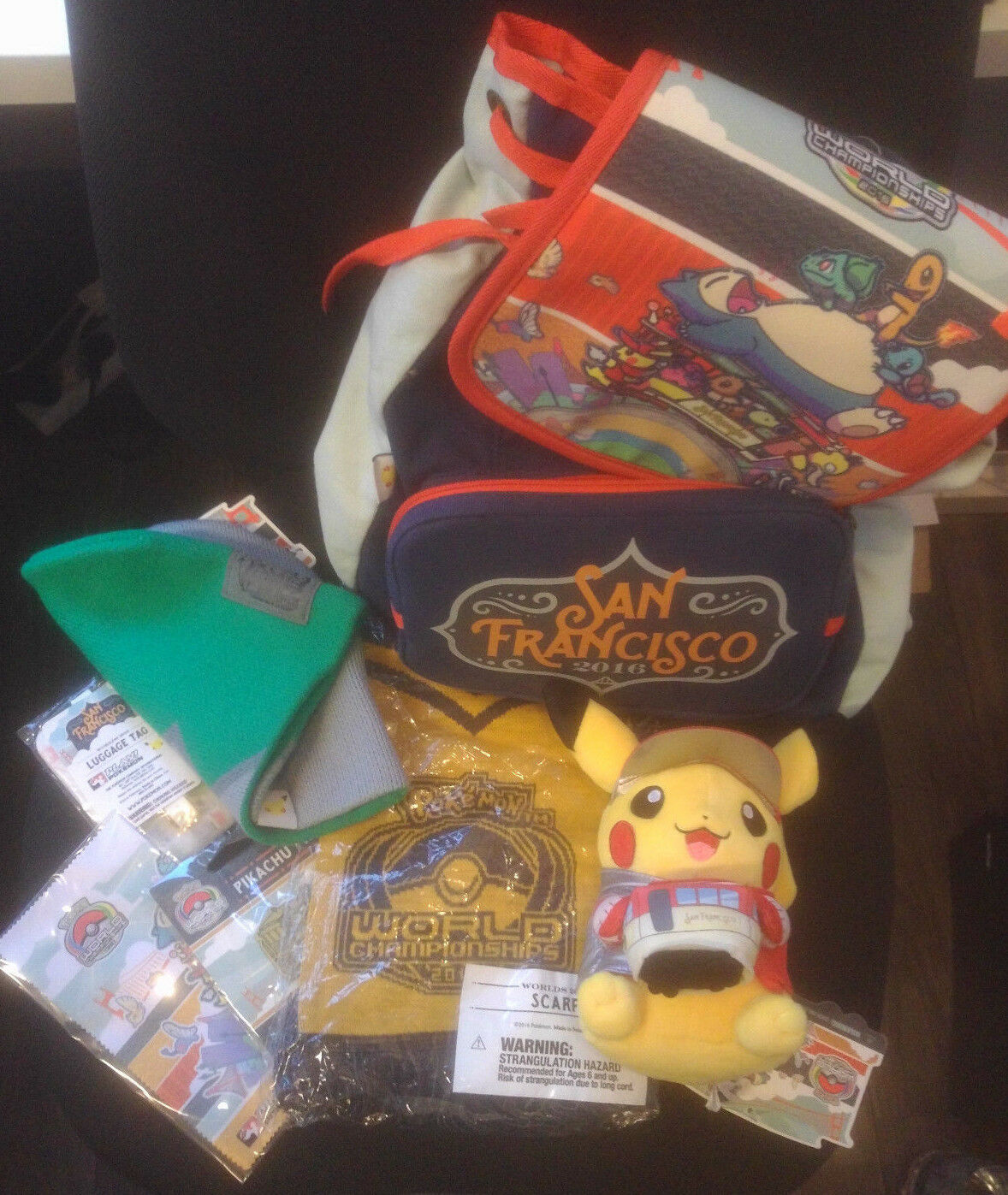Pokemon TCG 2016 World World World Championship San Francisco Set, Pin Tasche Schal Pikachu 07c1b5