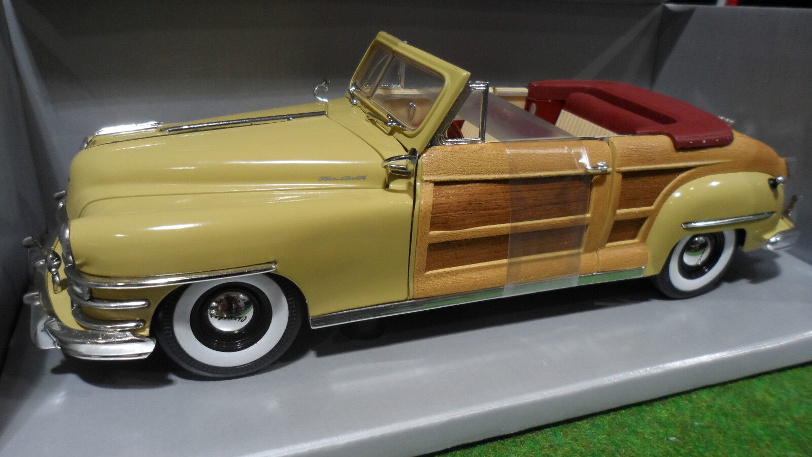 CHRYSLER TOWN COUNTRY Cabriolet 1948 amarillo 1 18 MOTOR CITY CLASSICS 5003 voiture