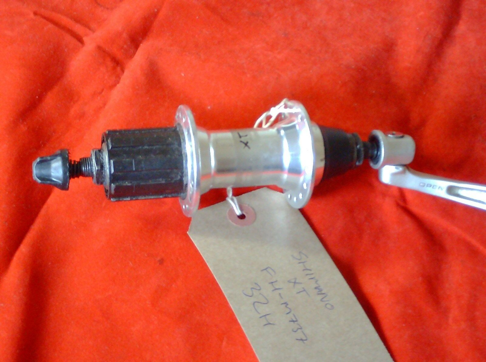 SHIMANO  FH-M737 XT  32 HOLE 8 9 SPEED  CASSETTE HUB 135mm, 1997