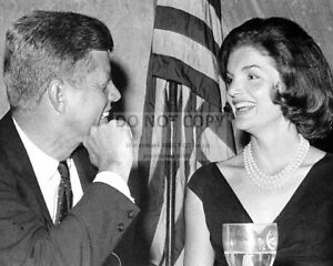 KENNEDY WITH JACKIE AT THE WHITE HOUSE AA-535 PRESIDENT JOHN F 8X10 PHOTO
