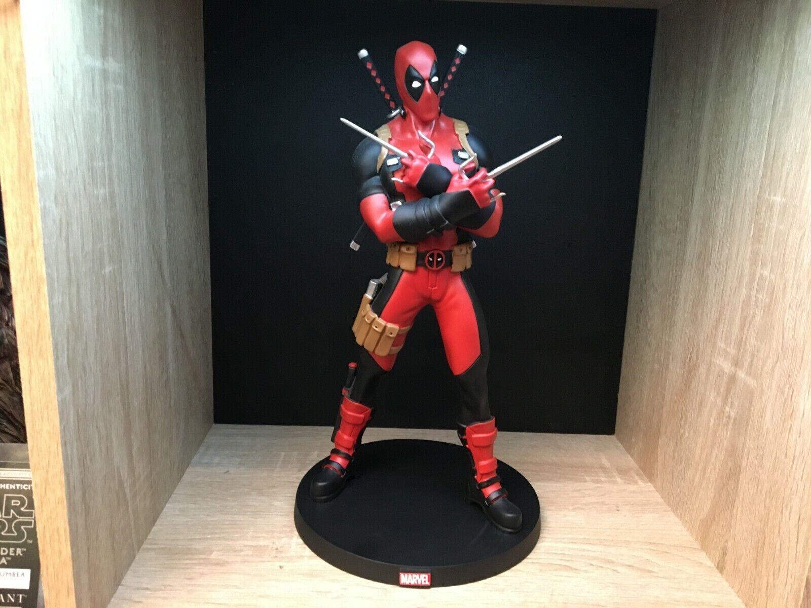 Deadpool-figure marvel universe exclusive giant size-premium-panini