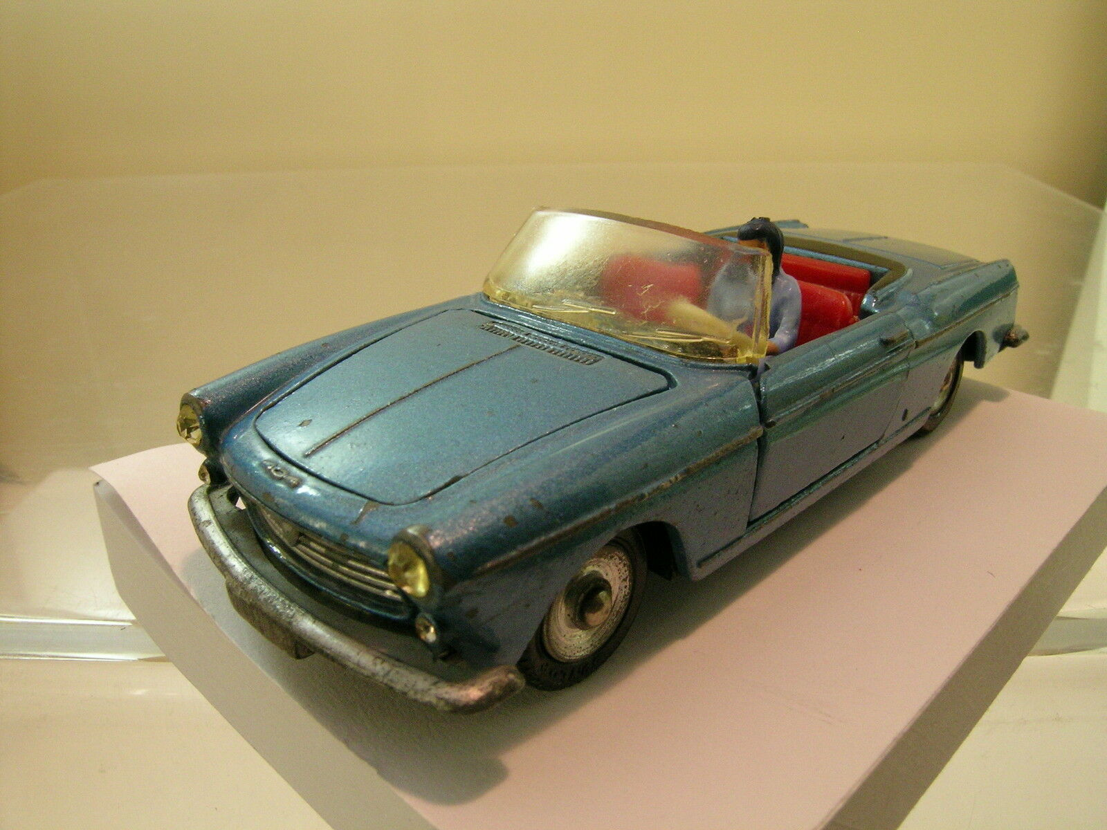 DINKY TOYS F 528 PEUGEOT 404 CONVERTIBLE bleu-METALLIC SCALE 1 43