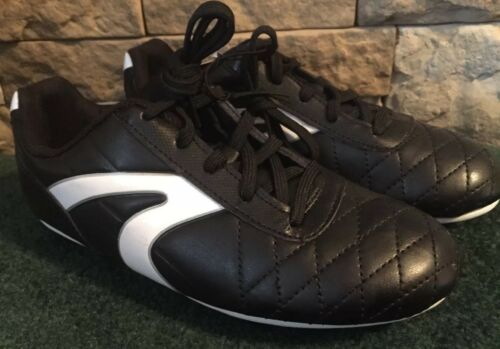 Lightweight Size 4 Rubber Outsole NEW Athletic Works Boys Soccer Shoes