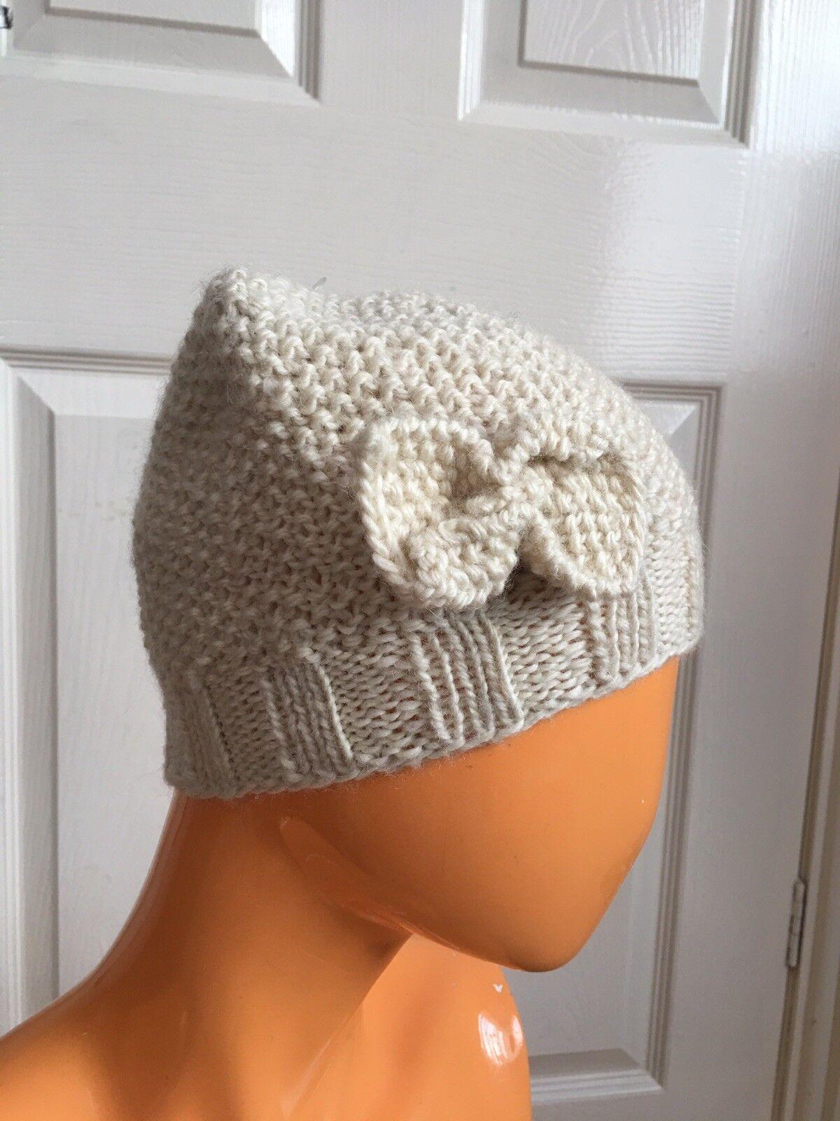 Mariposas tiene sentimientos por Topshop Crema Beanie arco Hand Knit Wool hat Nuevo Con Etiquetas