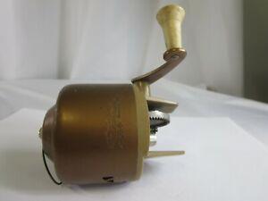 Vintage-1960-039-s-Bronson-Wildcat-804-Spincast-Reel-Gold-RP4