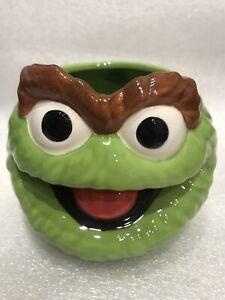 Sesame Street Oscar The Grouch Sculpted Ceramic 20oz Mug Brand New