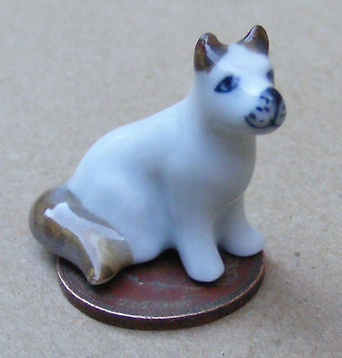 Escala 1:12 Marrón y Blanco Cerámica Cachorro Perro tumdee Ornamento De Mascotas Casa De Muñecas S