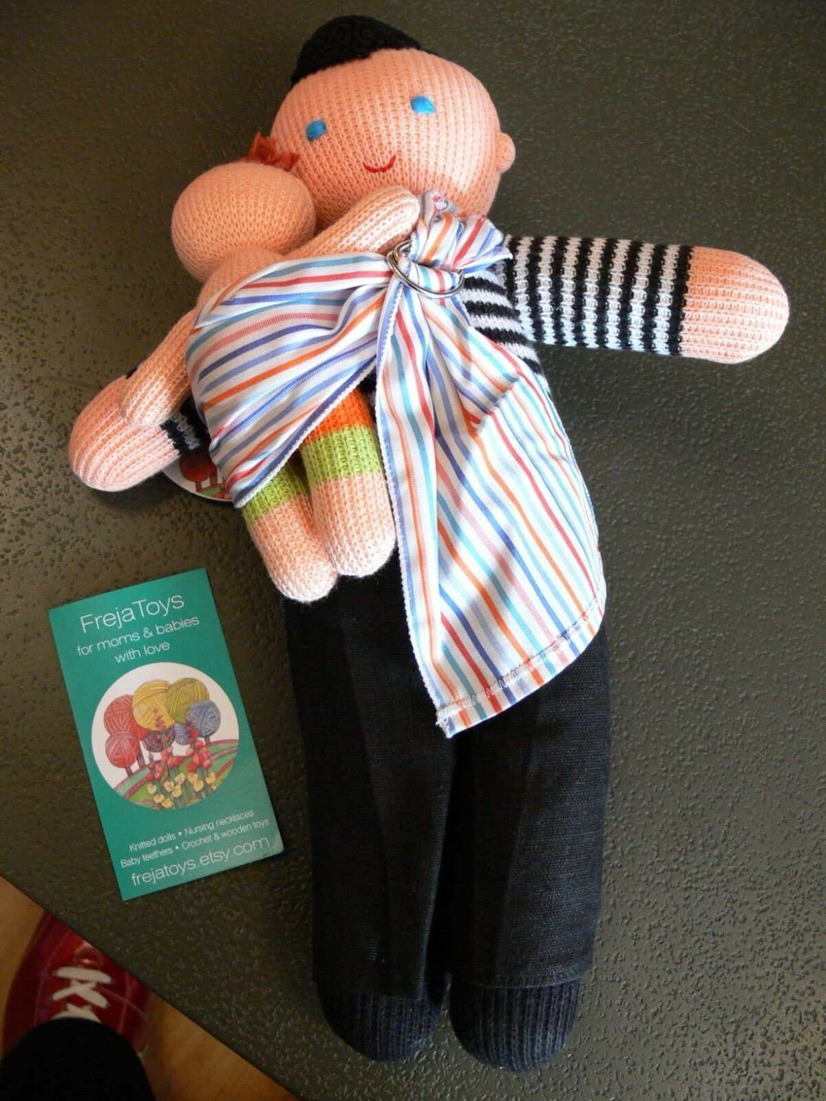 NEW FREJA KNITTED DOLL & BABY WITH SLING - MUM   DAD GIFT - 13 INCHES TALL GIFT