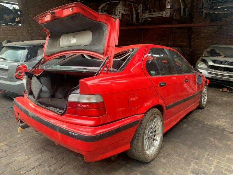 BMW E36 318I STRIPPING NOW!