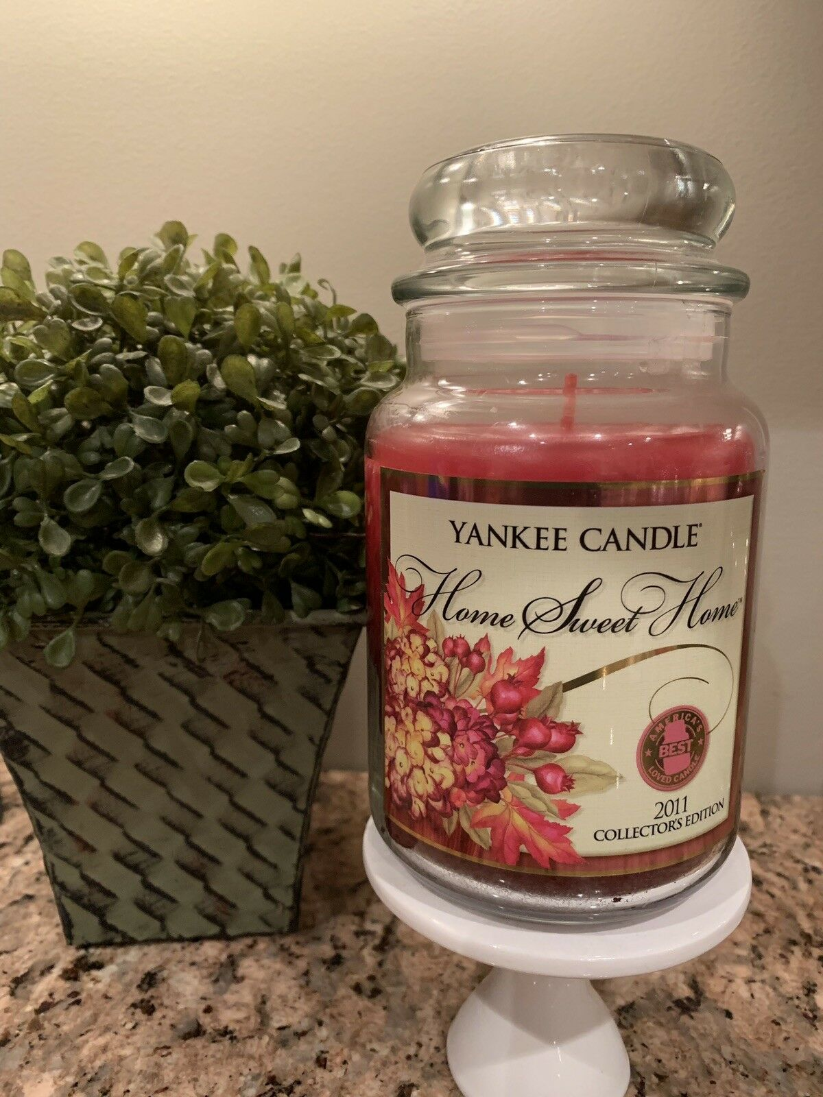 Yankee Candle Home Sweet Home 2011 Collector Edition  22 oz Jar RARE & RETIRED