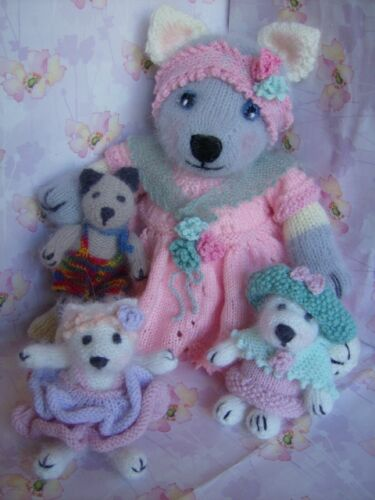 Easy Soft Toy Knitting Pattern Mrs Pitty-Pat Kitten Cat with kittens