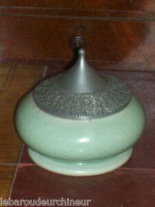 tres-jolie-ceramique-pot-orientaliste-en-celadon