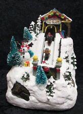 Spieluhr Weihnachten Winterdorf Winterlandschaft Skifahrer LED Beleuchtung 71276