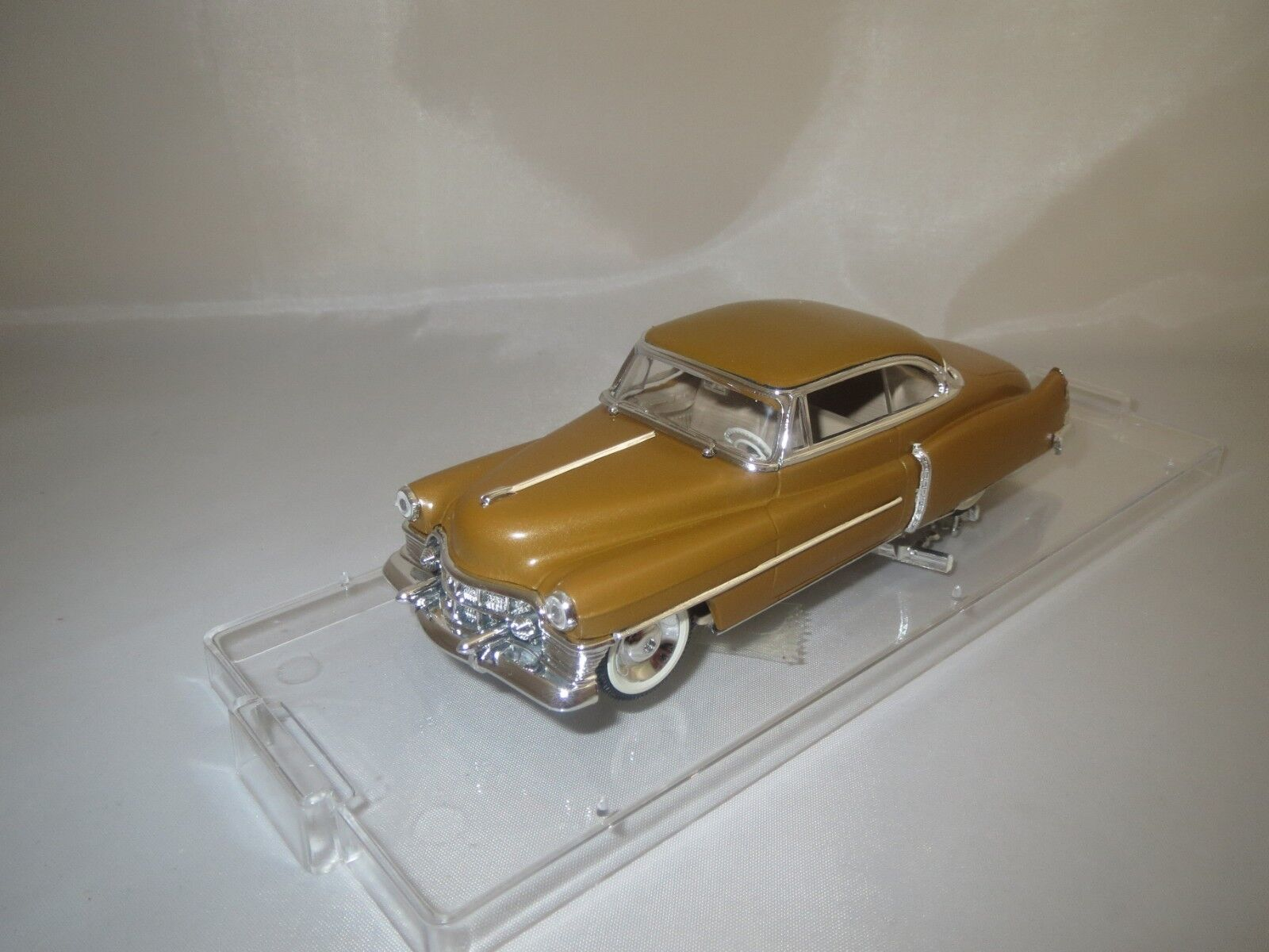 Vitesse Cadillac Coupè Type 62  1950  (Or-Marron) 1 43 neuf dans sa boîte