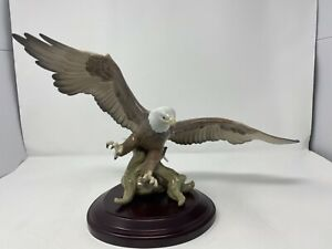 Lladro-A-SYMBOL-OF-PRIDE-Eagle-Figurine-6476-1998-2001-Mint