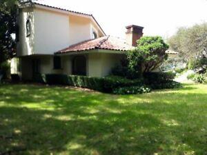 Magnífica oportunidad, hermosa residencia recien remodelada, increíbles jardines