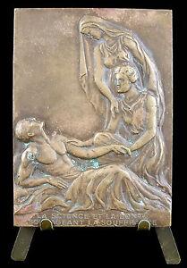 Médaille Docteur Félix Legueu chirurgien Urologue Gynécologue sc M Bablot medal - France - Breizh.antiques.art@gmail.com 06 47 07 70 65 34 Médaille plaque en bronze, Paris . Frappée en 1939 . Froteements, oxydations, différences de patines . Graveur : Maurice Bablot . Dimension : 70 mm par 50 mm . Poids : 164 g . Métal : bronze . P - France