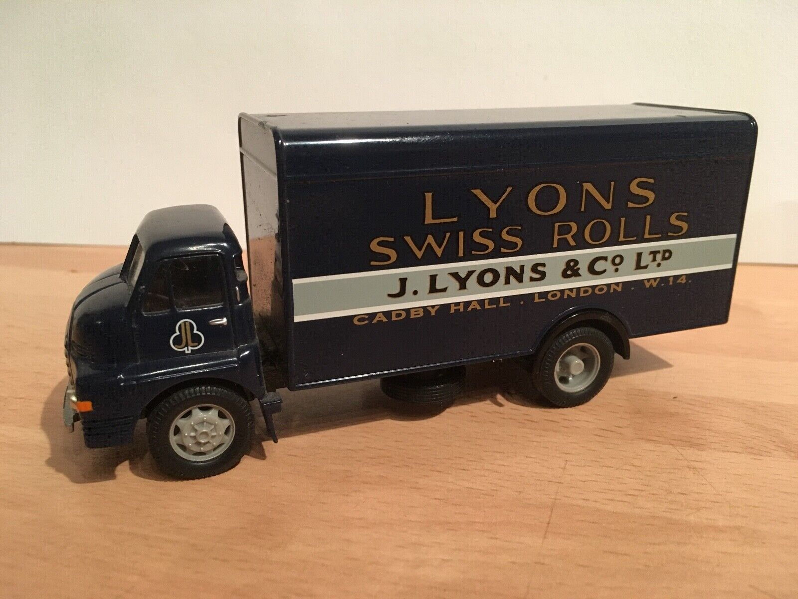 CORGI 1 50 50 50 SCALE BEDFORD S LORRY   LYONS Swiss rolls DELIVERY VAN DIECAST MODEL b6deee