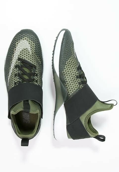 Nike Air Zoom Strong UK 9 EU44 Legion Green Green Green Black White 154c2b