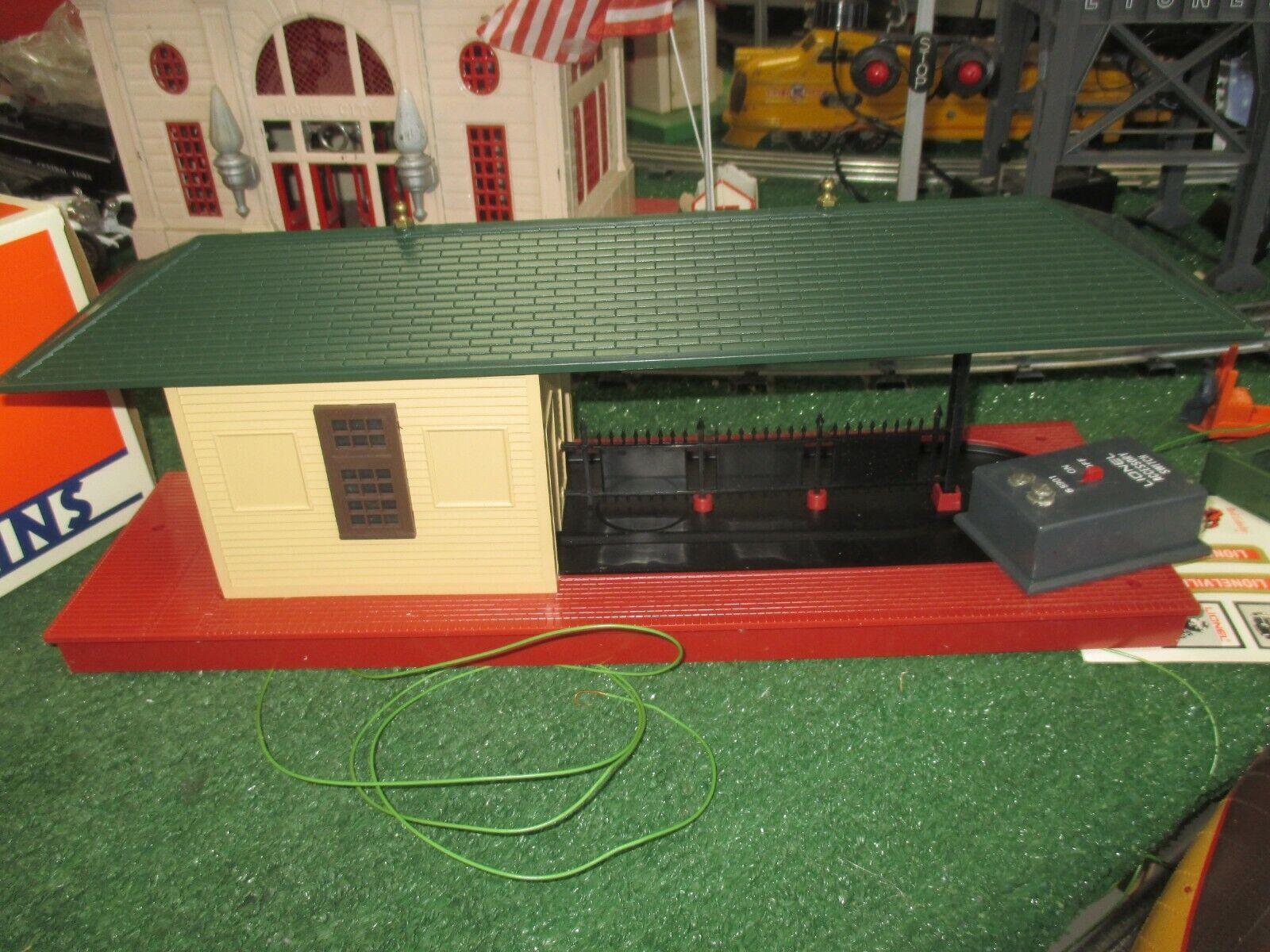 LIONEL MODERN  ERA 2323 OPERATING FREIGHT STATION C8L N IN ORIG BOX 1984-87