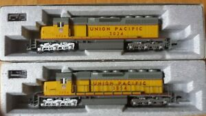 two-Kato-Union-Pacific-HO-scale-SD40-dc-powered-locomotives-made-in-Japan
