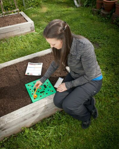 spacing tool for seeds and seedlings to plant a vegetable garden SEEDING SQUARE